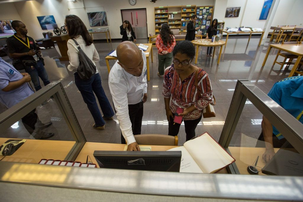 Visitors peruse collections from the STRI Library. Photo courtesy of Sean Mattson, STRI.